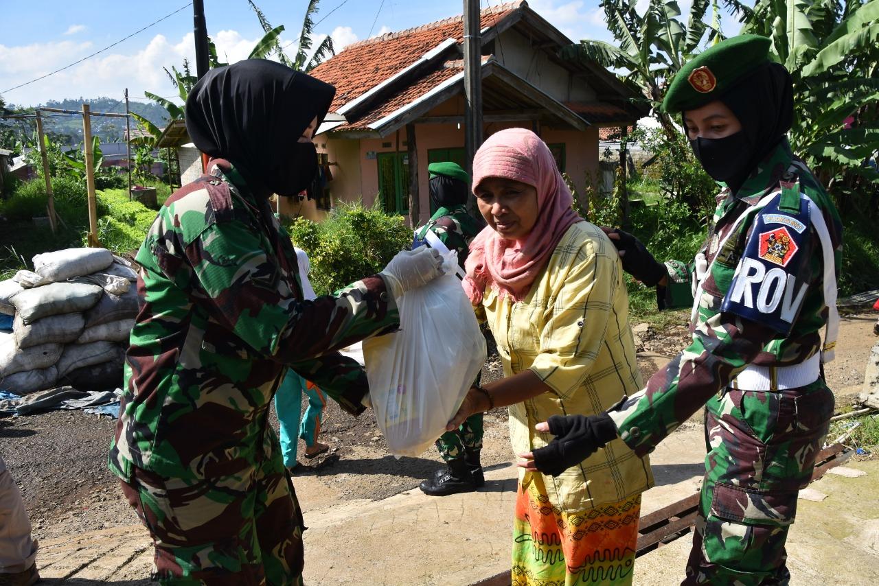Pusdikkowad Peduli Covid-19 Bagikan Sembako di Wilayah Lembang
