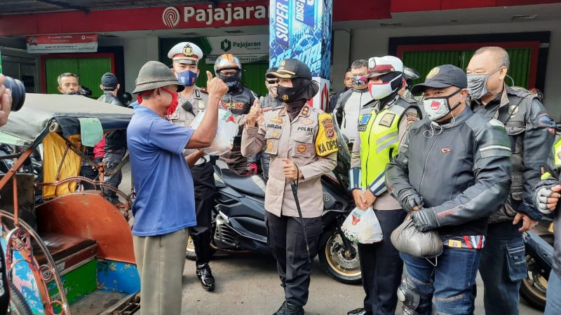 Kapolres Banjar Lepas Pemberangkatan Touring Club Motor BMAK dan Bagikan Sembako Bagi Masyarakat Terdampak Covid-19