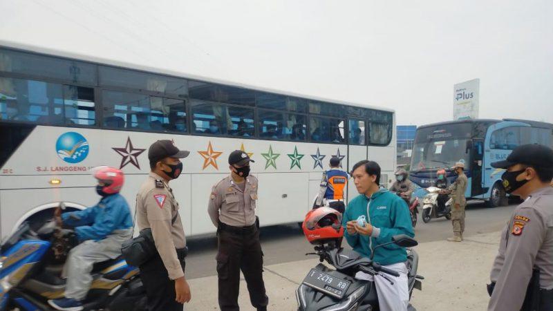 Polres Karawang Polda Jabar Gelar Ops Yustisi Pada Karyawan Yang Menggunakan Jemputan