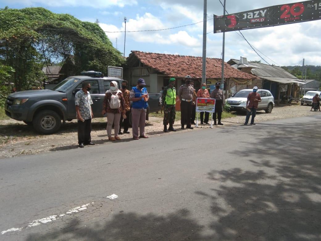 Ops Yustisi TNI-Polri Dan Instansi Lakukan Sosialisasi Edukasi Prokes Cegah Covid-19 di Perbatasan Jabar-Jateng