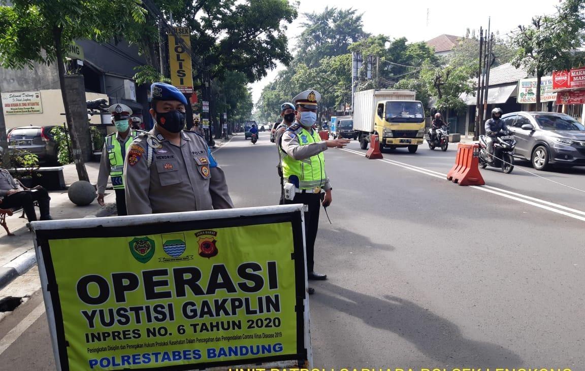 Polsek Lengkong Polrestabes Bandung Bersama TNI dan Trantib Kecamatan Lengkong Laksanakan Operasi Yustisi Gakplin Inpres No.6 Tahun 2020