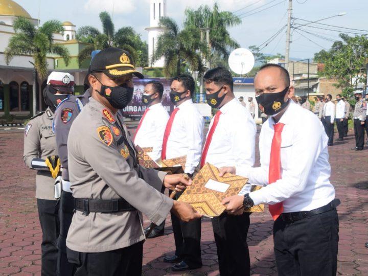 Polresta Bandung Polda Jabar Berikan Penghargaan Terhadap Dua Belas Anggota Satreskrim Yang Telah Berhasil Ungkap Kasus Pembunuhan