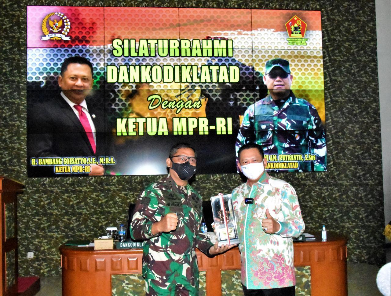Ketua MPR-RI Kunjungi Makodiklatad Dalam Rangka Silaturahmi dengan Dankodiklatad