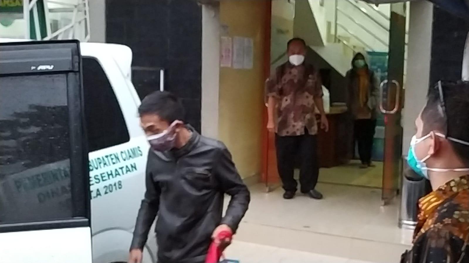 Samsat Ciamis Ditutup Sementara Untuk Laksanakan Sterilisasi Dengan Penyemprotan Desinsfektan